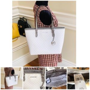NWT Michael Kors md carry all Signature tote